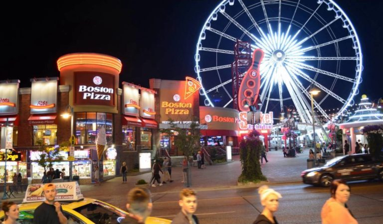 Niagara Falls Clifton Hill at night