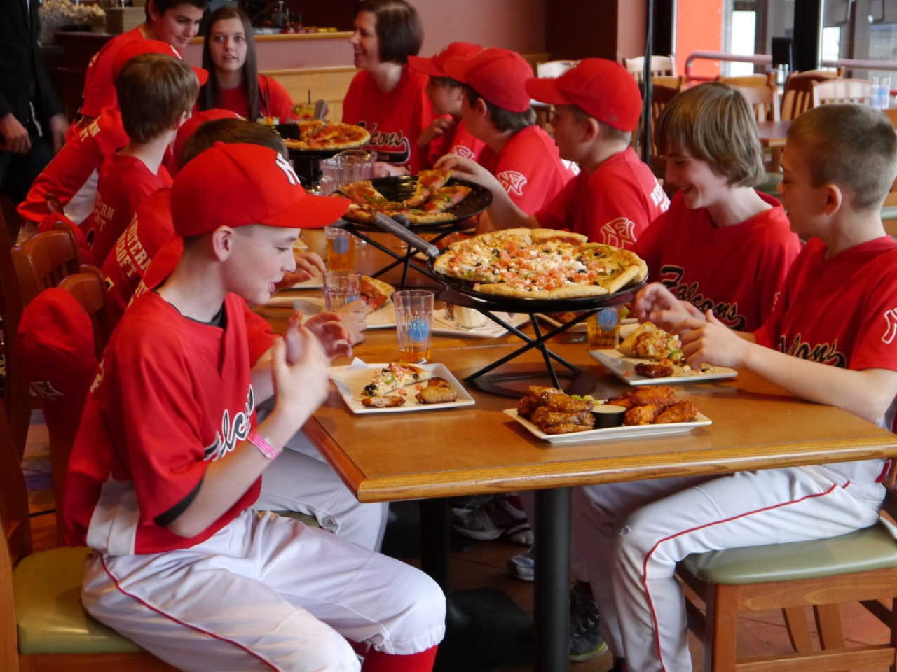 Boston Pizza Clifton Hill Offers Great Packages For Parties!
