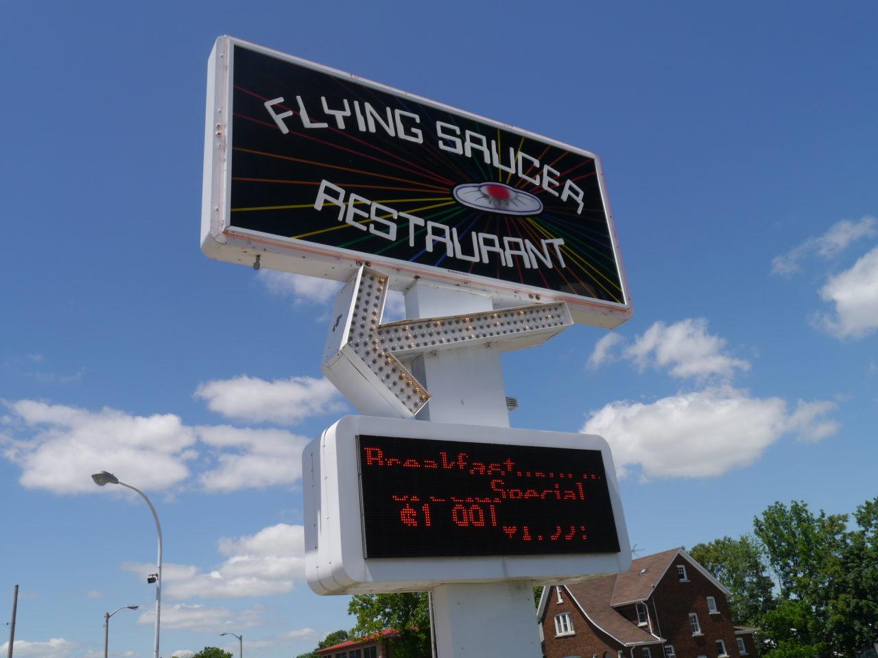 Restaurants in Niagara Falls: Flying Saucer