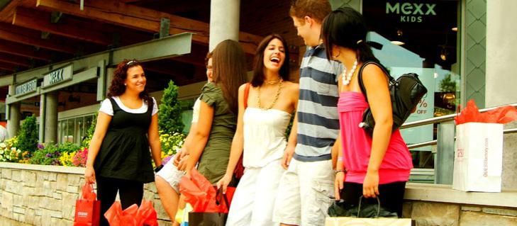 Niagara Falls Outlet Mall: Tent sales and everyday sales up