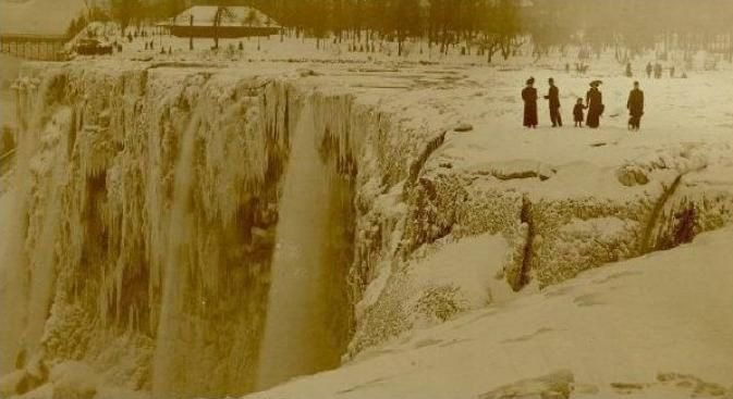 Stunning Collection of Niagara Falls Photographs from the Past
