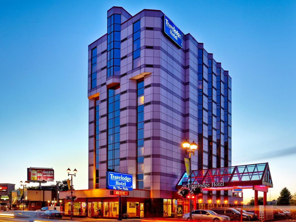 Niagara Falls hotel packages in the Fall