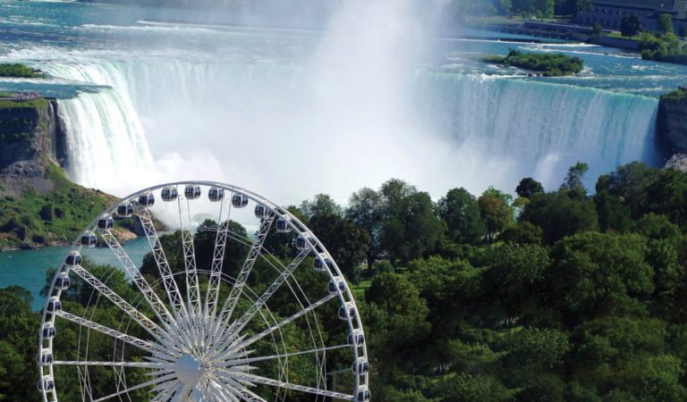 5 Famous Observation Wheels Around The World That Overlook Water