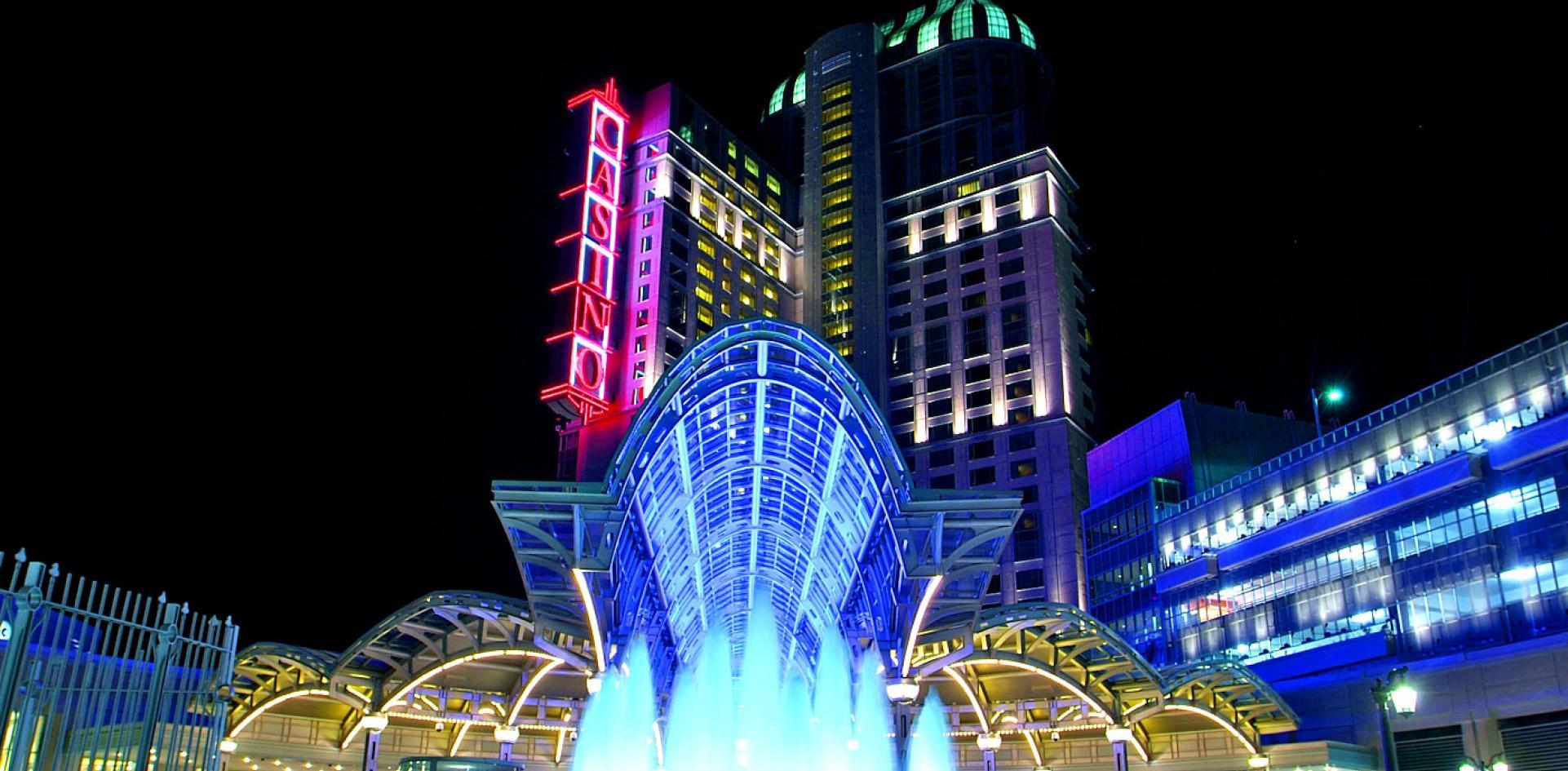 Niagara Falls Hotels >> Fallsview Hotels Clifton Hill Niagara Falls Canada